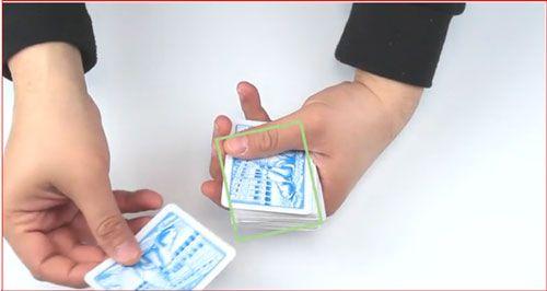 چگونه یک ترفند کارت جادویی انجام دهیم