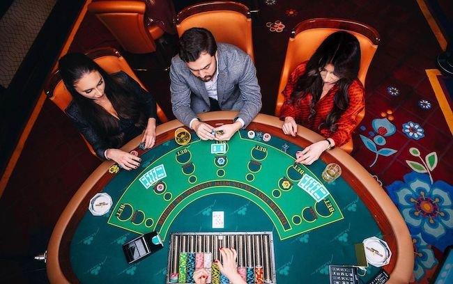 نحوه بازی جذاب فلاپ پوکر + ترفند قوانین لازم Flop Poker